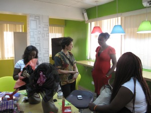 Anna Waldman and participants at the Light Up Your Gele Workshop